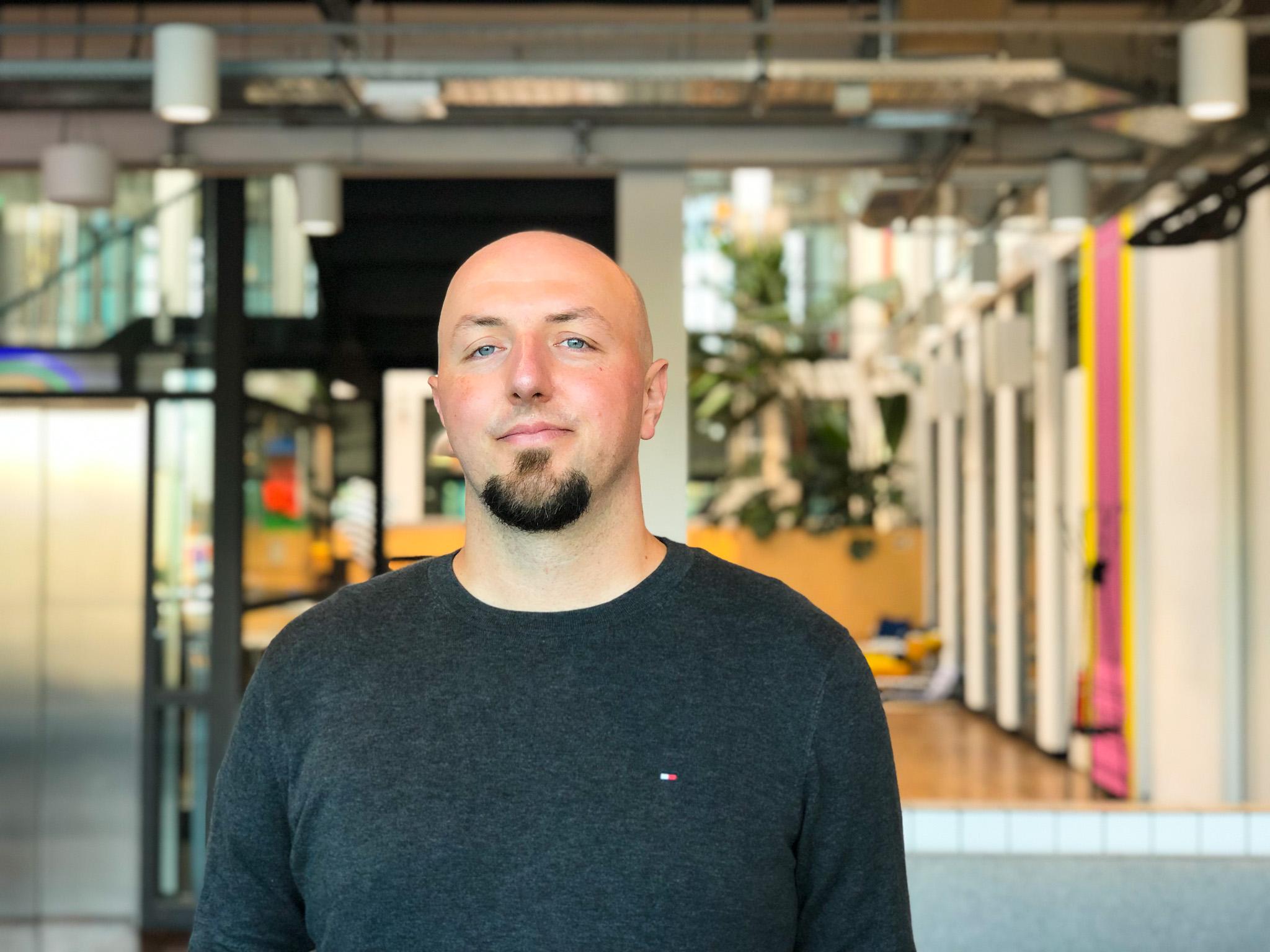 Matko Smoljan, Technical Director, im Berliner Monstarlab Office